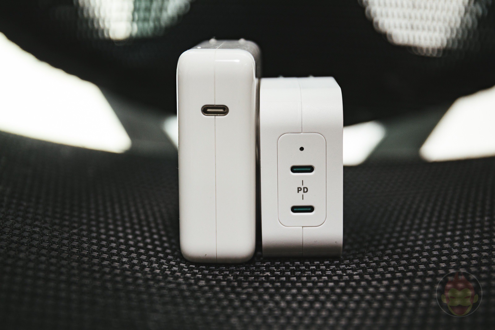 RAVPower RP PC128 Comparison with Apple Charger 02