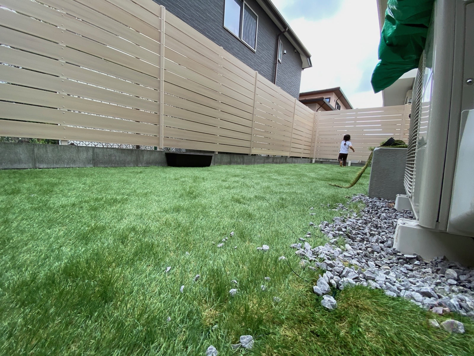 Artificial lawn in backyard review 14