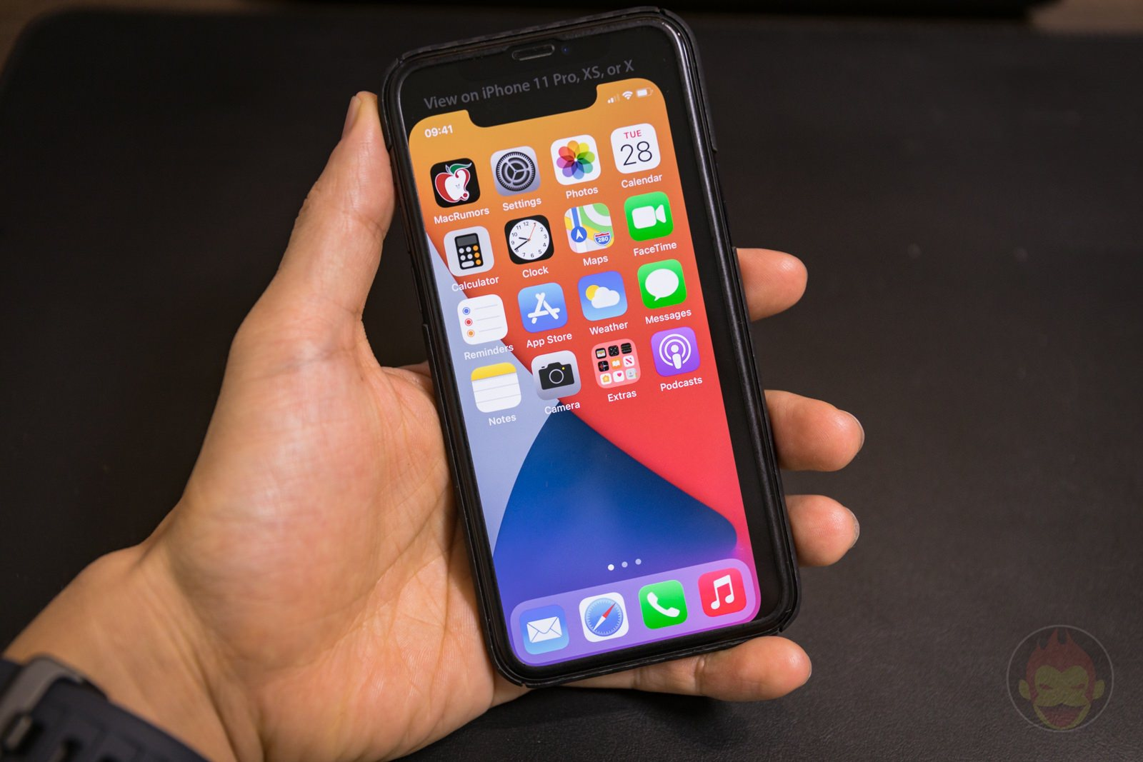 Checking-out-iphone12-5_4-size-07.jpg