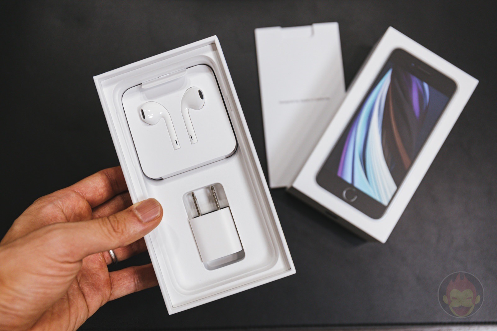 Iphone package box earphones charger 01