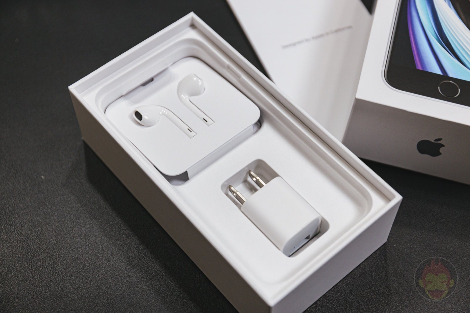 Iphone package box earphones charger 03
