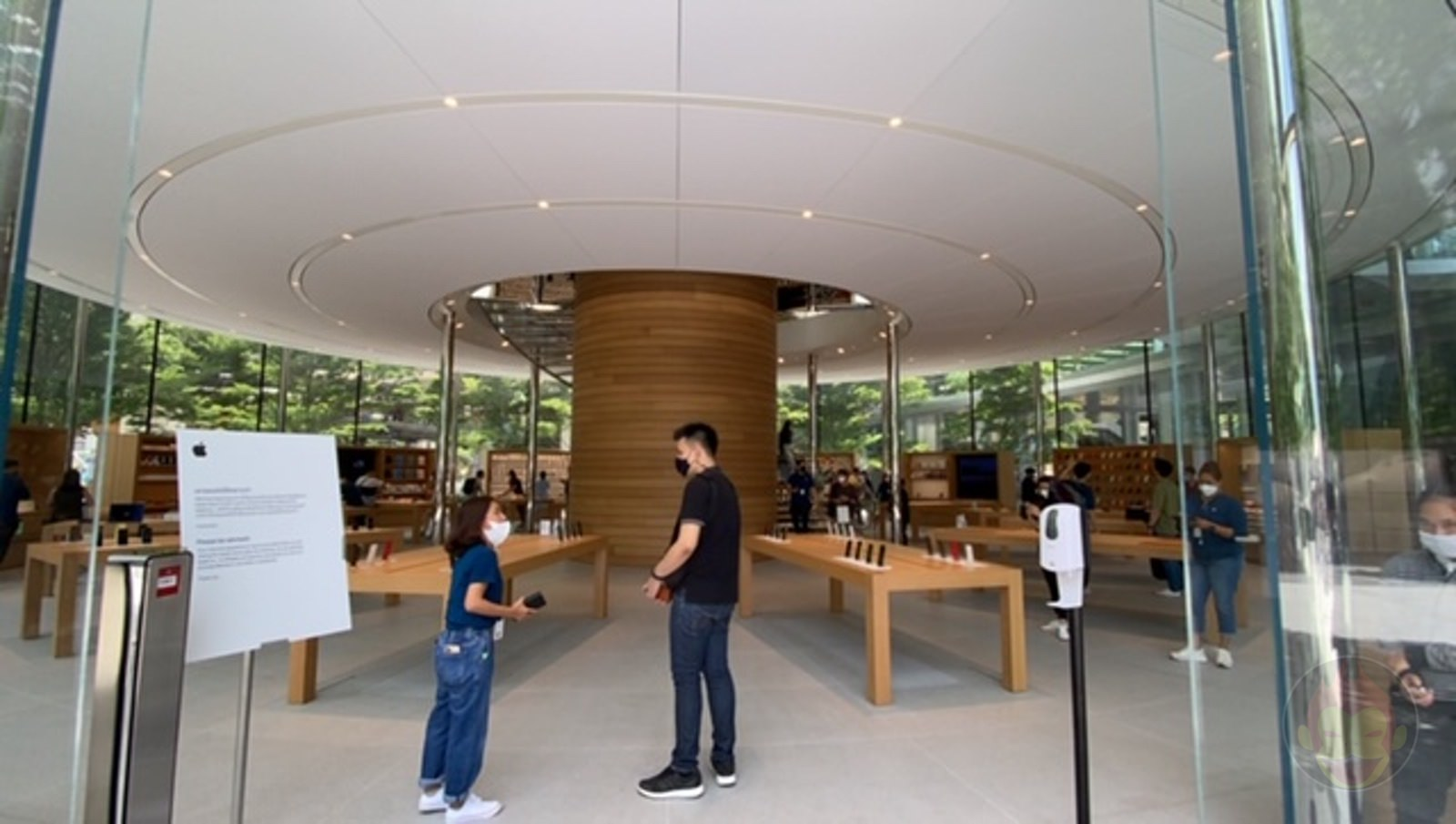 Apple-Thailand-Apple-Central-World-02.jpg