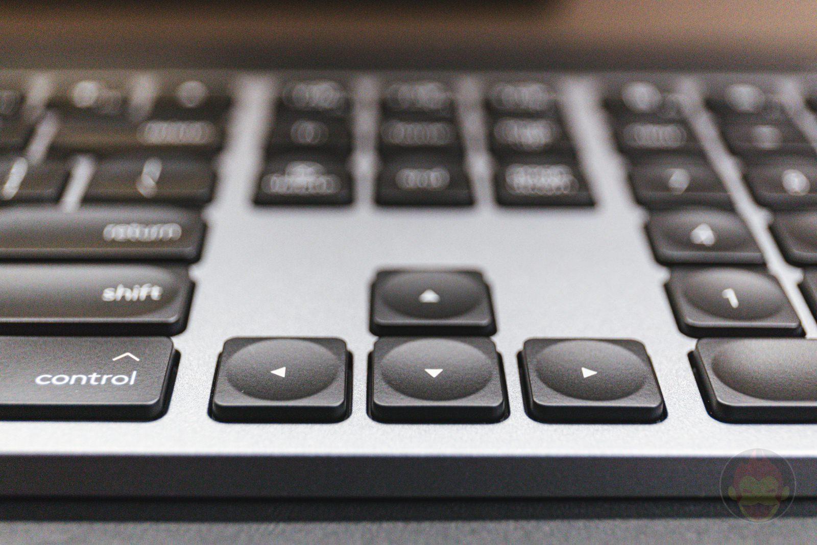 Logicool-KX800M-MX-KEYS-for-Mac-02.jpg