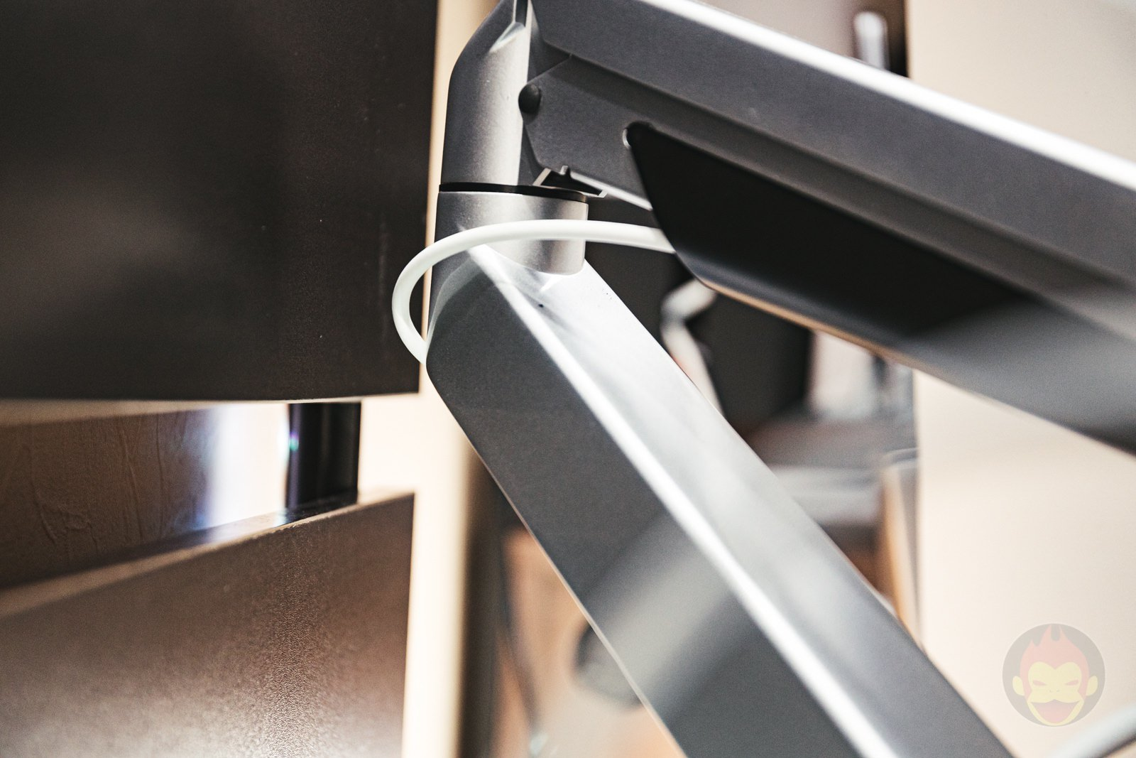 Sanwa Supply Monitor Arm Review 05