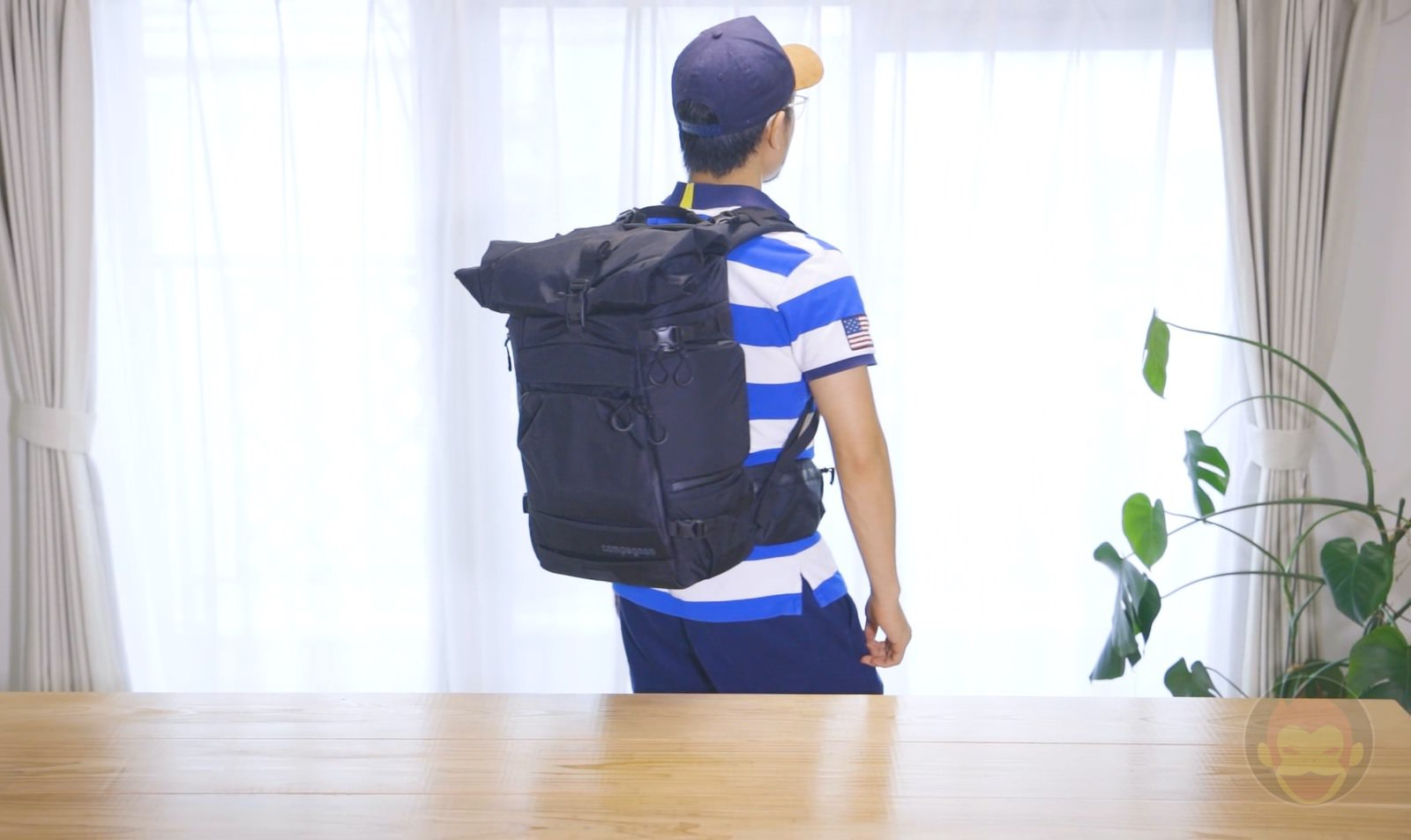 Wearing the Compagnon Element Backpack 02