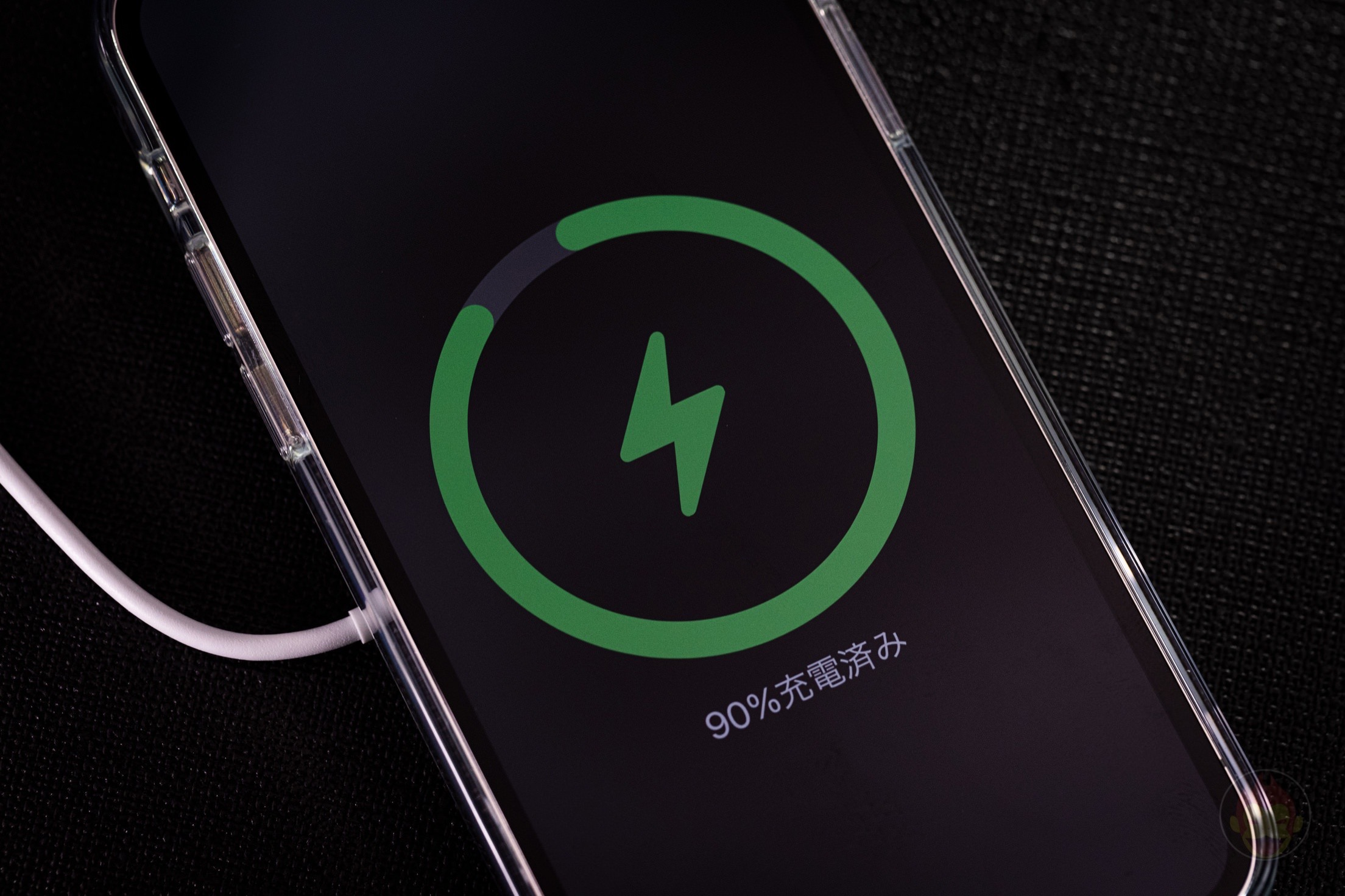 Charging-iPhone12Pro-with-MagSafe-01.jpg