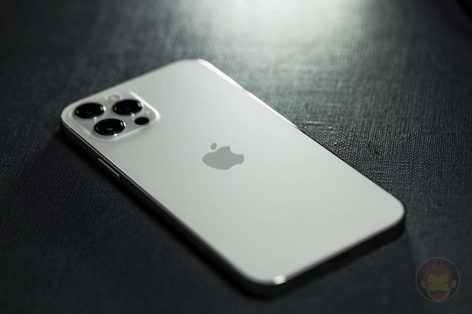 Iphone 12 pro silver model 01