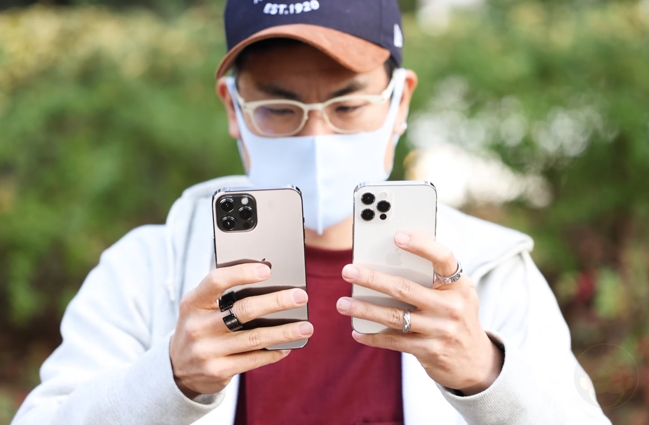 Comparing iPhone12ProMax to iPhone12Pro 04