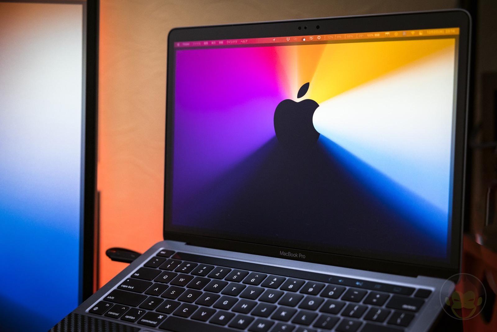 MacBook Pro with display 01