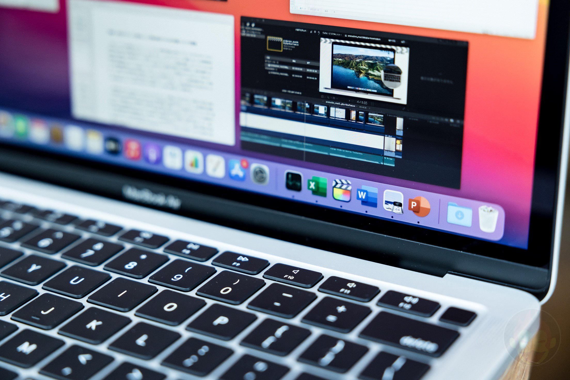 Reviewing the M1 MacBook Pro 2020 at factory 02