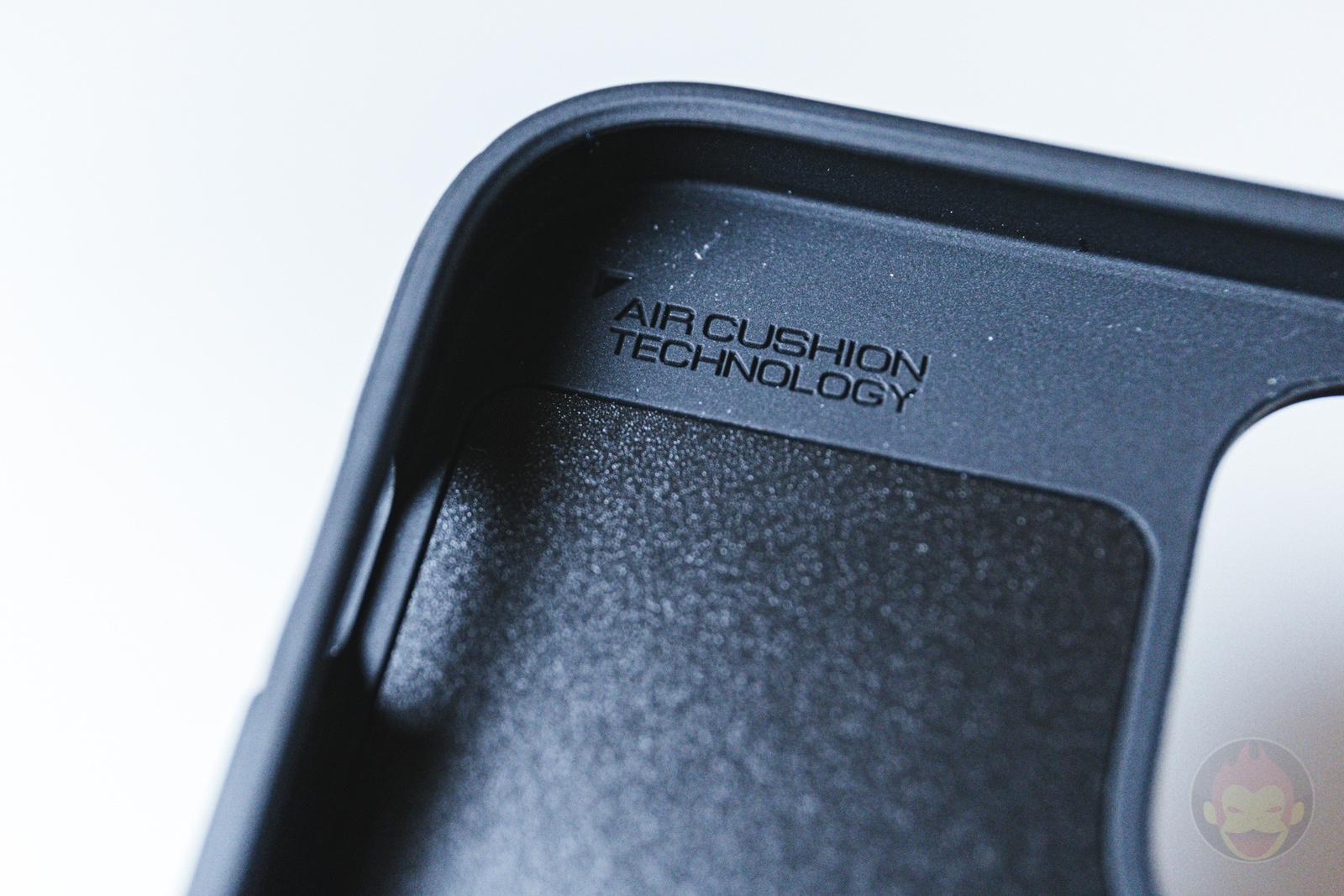Spigen Mag Armour iPhone12 Case Review 09