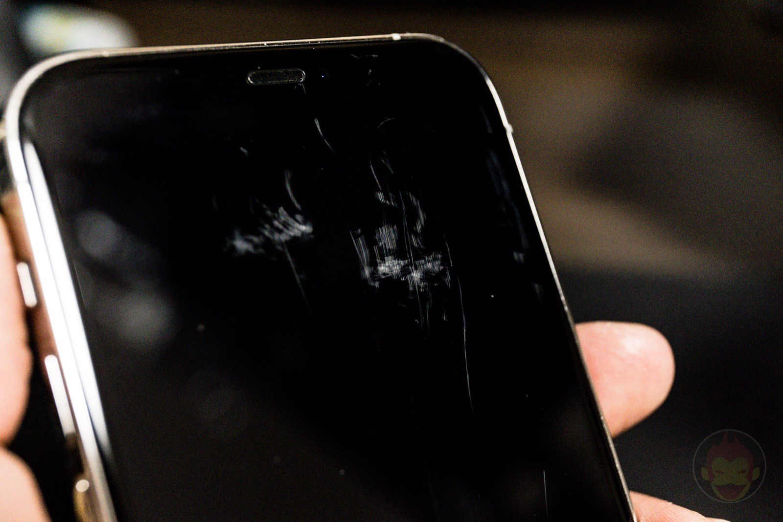 What happens when you hold two iphones in same pocket 02