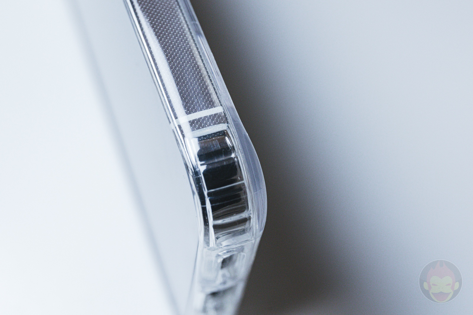 ZNX ZENIX iPhone12Pro Clear MagSafe Case Review 02
