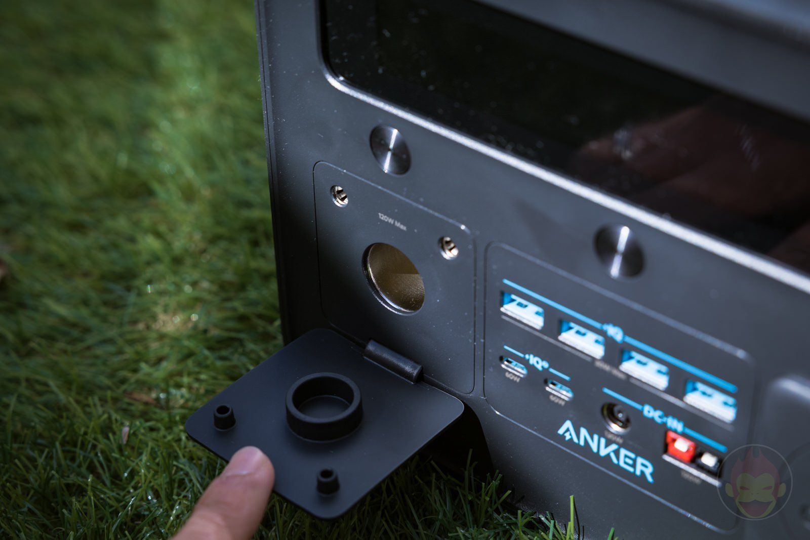 Anker Powerhouse II 800 Review 05