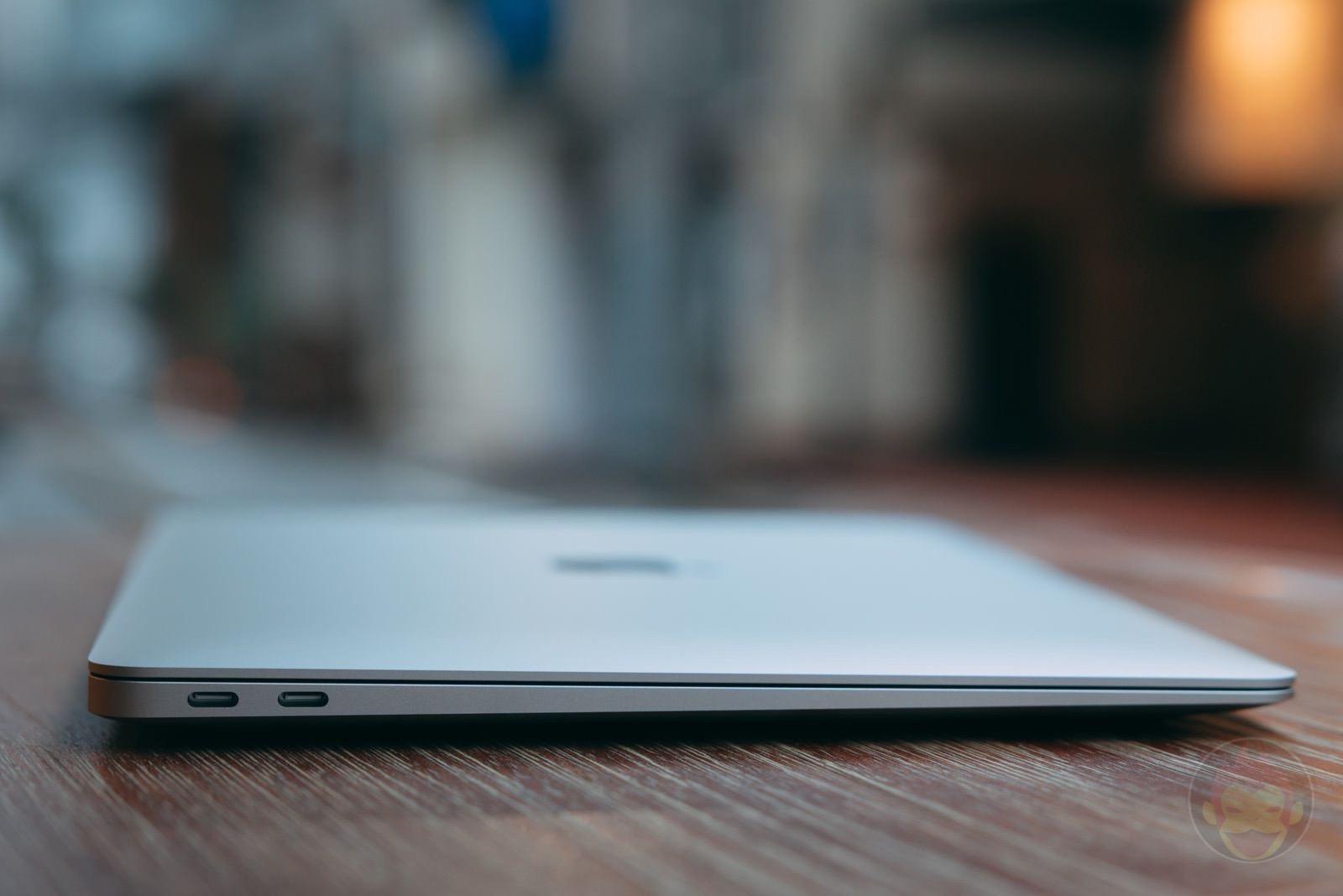 MacBook Air at Factory Cafe 06