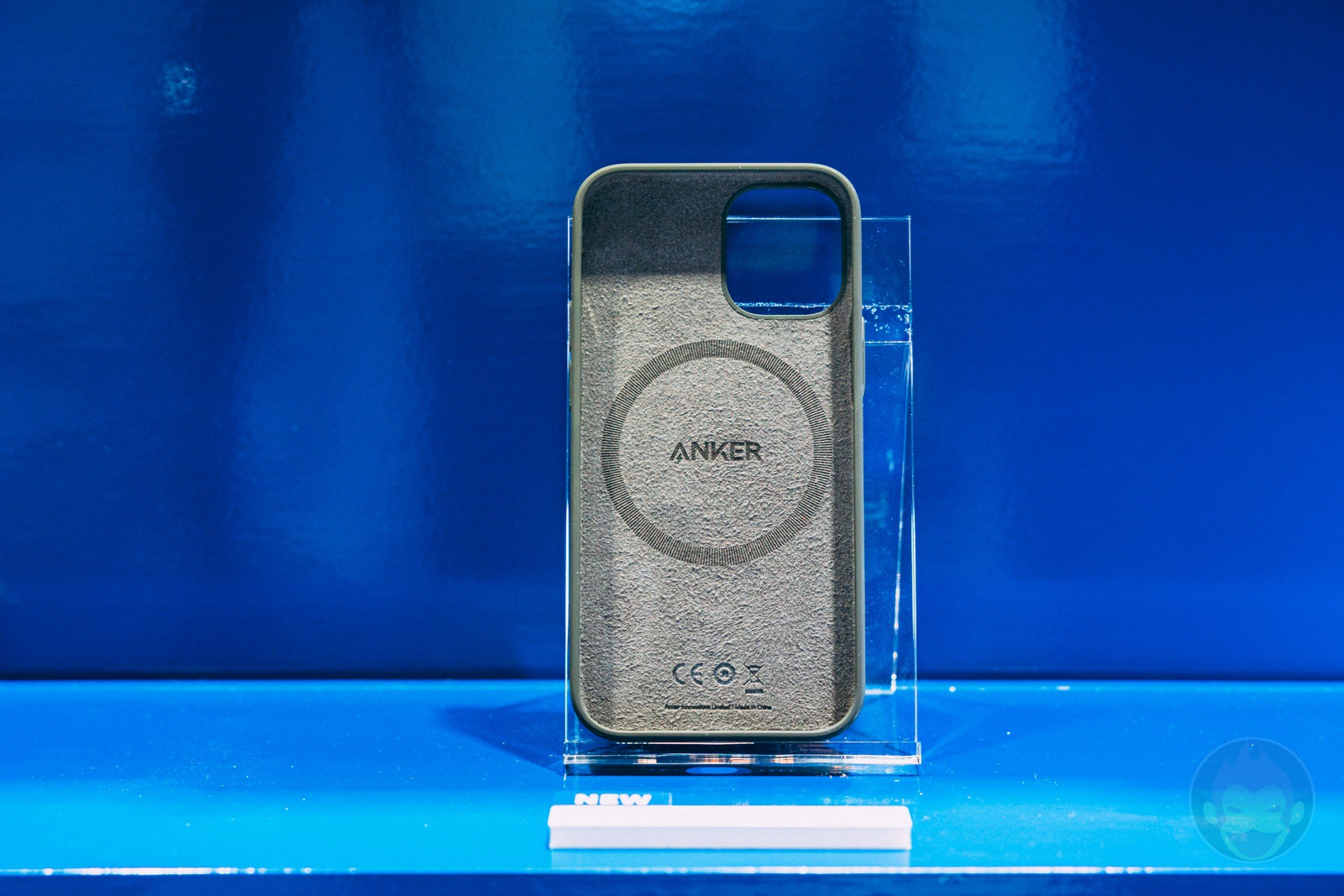 Anker Magnetic Silicone Case for iPhone12 12Pro Handson 03