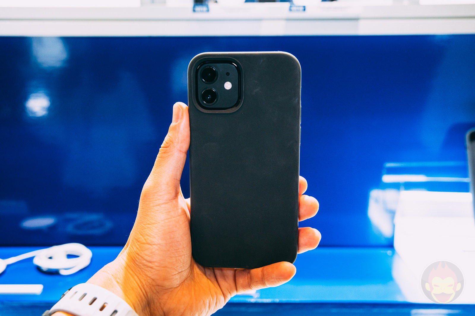 Anker Magnetic Silicone Case for iPhone12 12Pro Handson 07