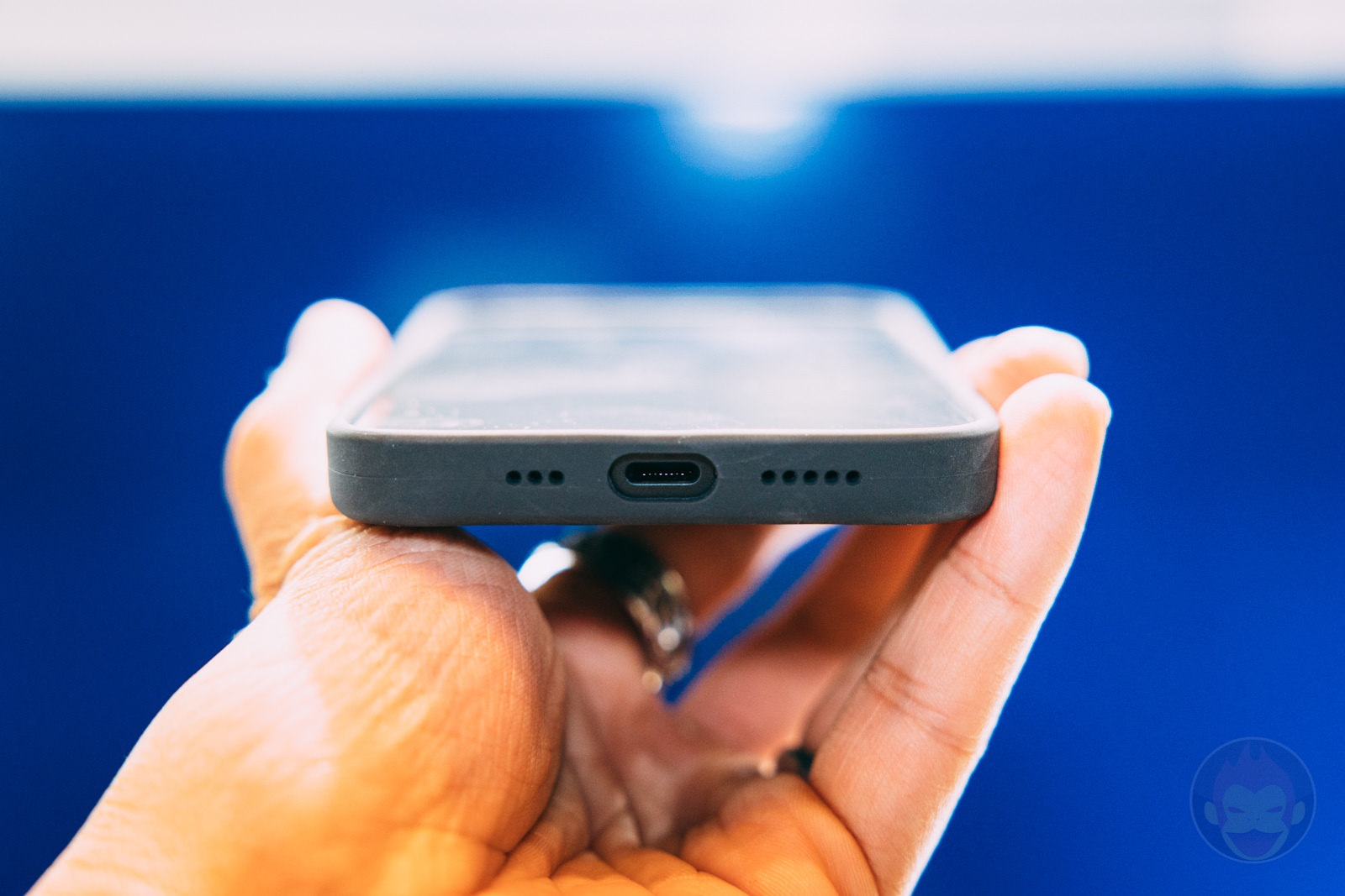 Anker Magnetic Silicone Case for iPhone12 12Pro Handson 11