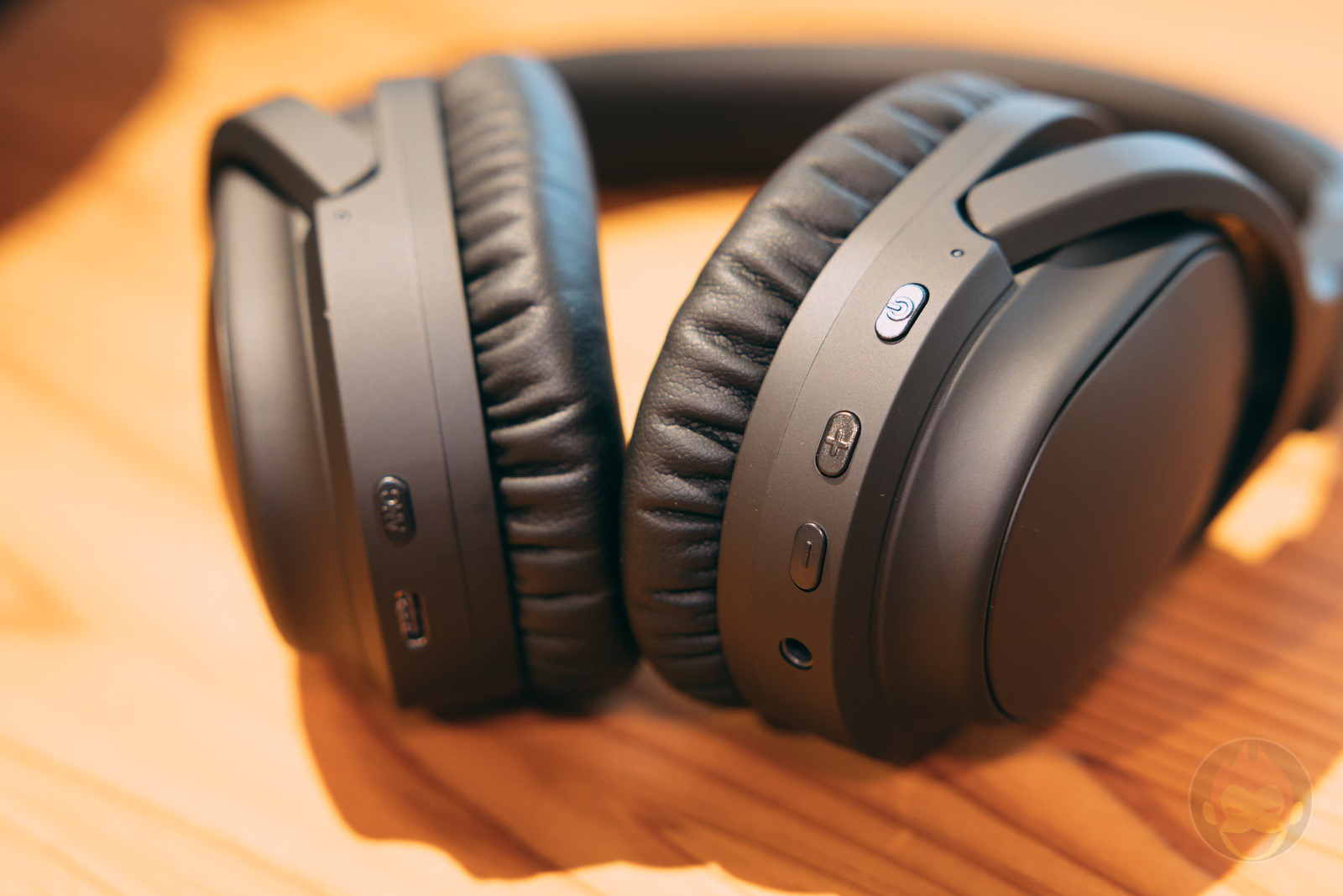 Ag WHP01K wireless headphones review 01