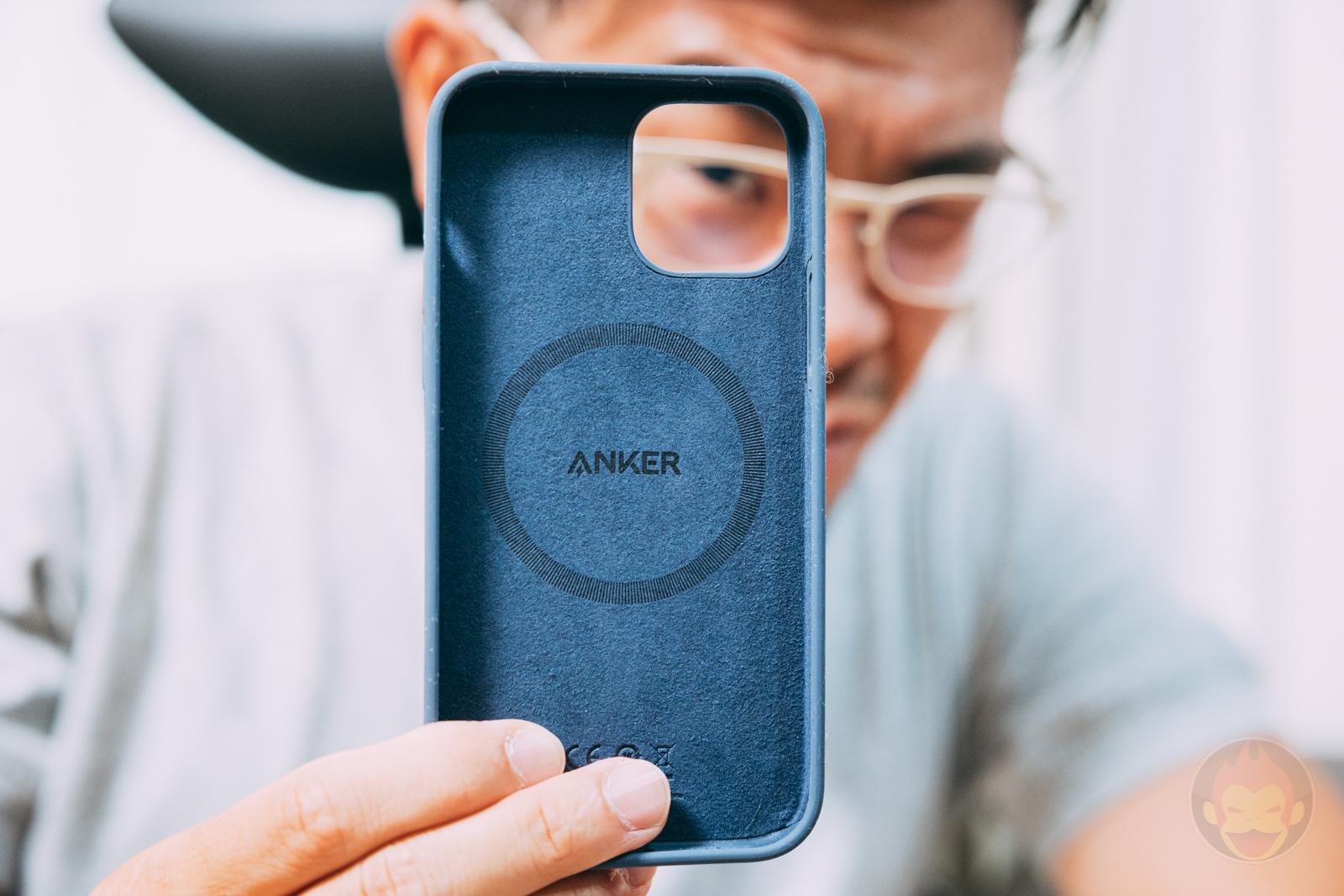 Anker Magnetic Silicone Case 10