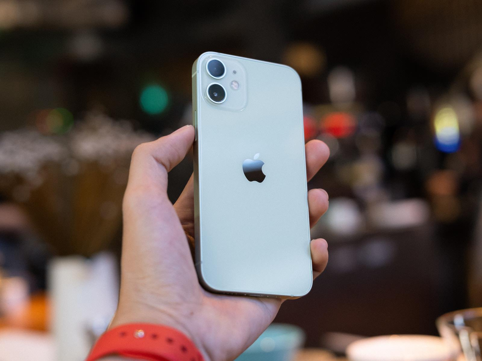 iPhone 12 mini in Green