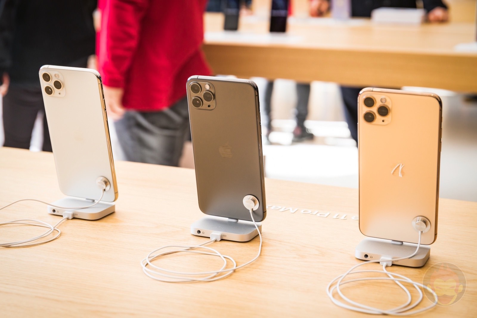 Iphone 11 pro at apple store 01