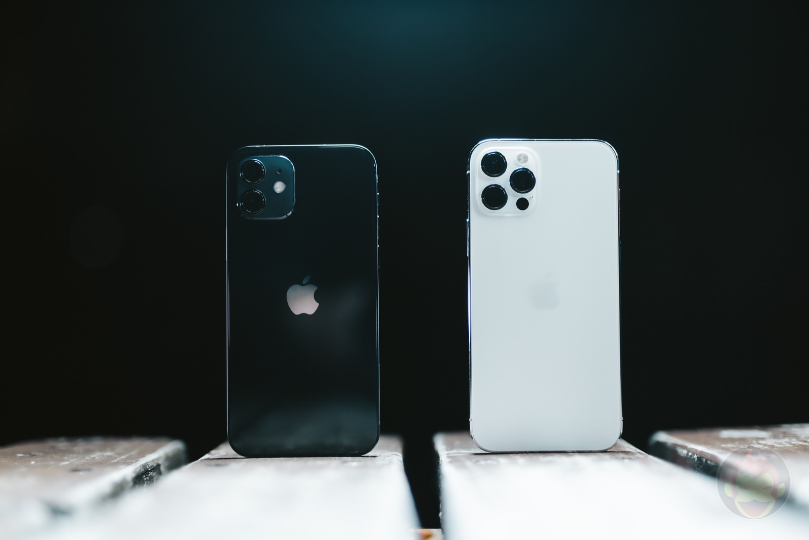 Iphone12 and iphone12pro 01